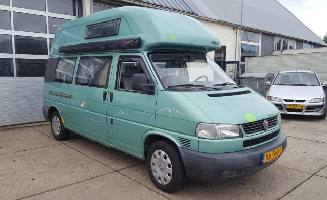 Volkswagen California-Exclusive with awning, 4 persons & 2 sleeping places