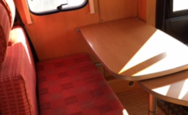 Henry – Camper 2 person fixed bed