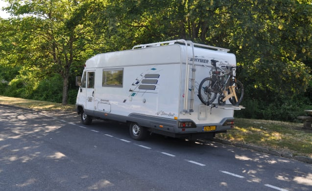 Spacious 4-5 person Hymer (with extra options for young families)