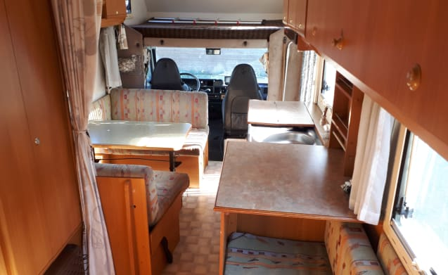 Spacious camper with solar panels, inverter, roof fan