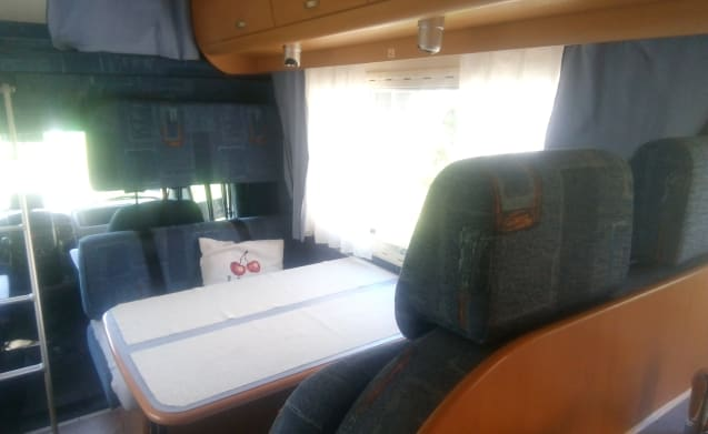 Very practical and spacious camper for 6 people