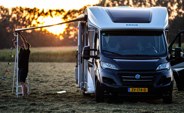 Sky Wave 700 MEG – Luxury 2017 automatic semi-integrated motorhome for 4p with Airco!