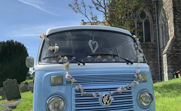Want modern day convenience AND a vintage VW T2 flair? Meet Doreen!