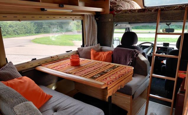 Sjaakkie Trekhaakkie – Complete compact Family Camper 'Sjaakkie Trekhaakkie' for rent in Portugal