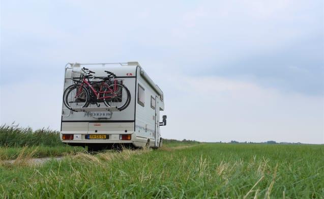 Geräumiger, sehr gepflegter Camper für 6 Personen zu vermieten. Sie können mit einem B-Führerschein fahren