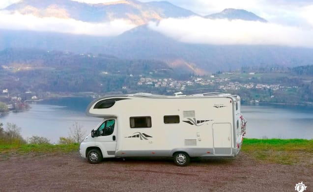 Spacious and super-equipped motorhome