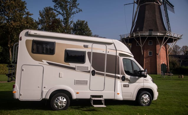 Motorhome with 3 sleeping spaces / CC3 – Camper con 3 posti letto / CC3