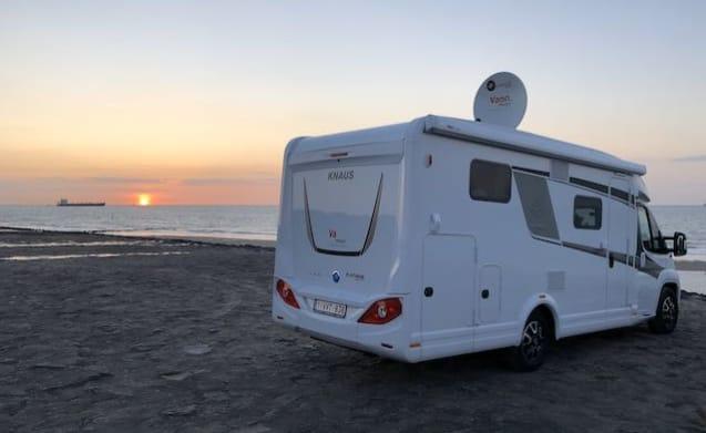 Icarus II – Knaus luxury camper for 2 people