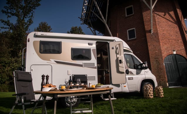 Compact motorhome for 2 people, CC3 cross bed