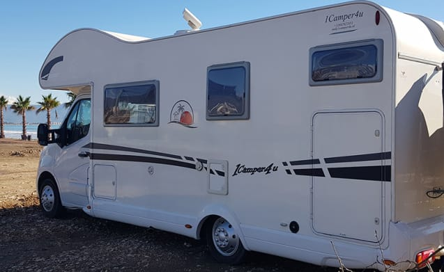 7 person camper from 2014, 7.5 m, 150 hp. Rijb-B. 7 belts on license plate.