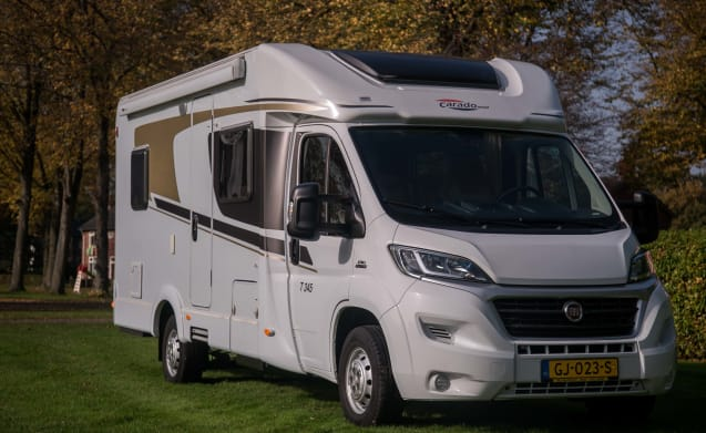 Neat motorhome for 4 people, French bed / CF4