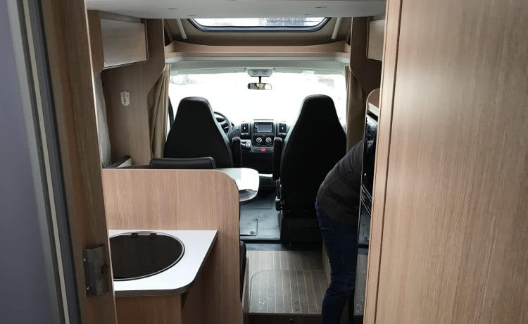 Very nice SunLight camper for 4 people