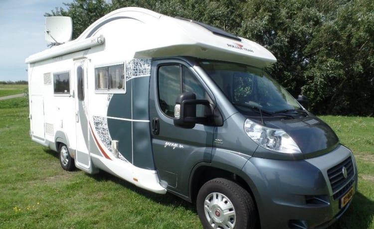 Camper 8 - Luxe 5 persoonscamper – camper 8 Luxe 5 persoons camper met luxe bekleding met veel extra's