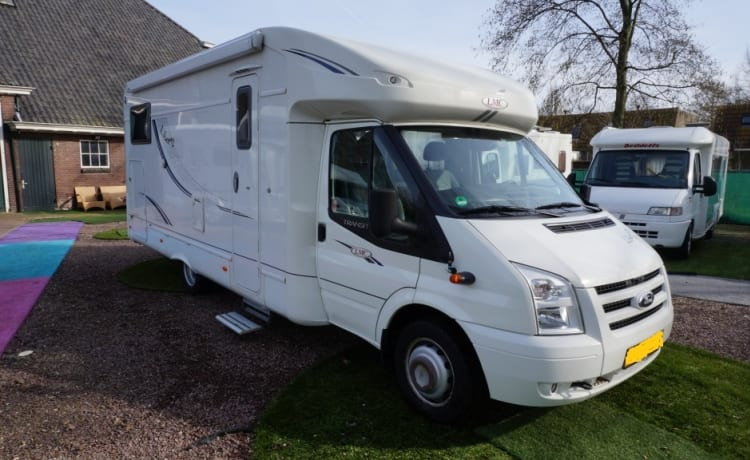 luxury camper, single beds and air conditioning living space