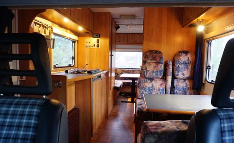 Tricolore – Luxury motorhome with air conditioning for family with (large) children