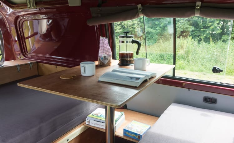 Palm – Funky Camperbus for rent!
