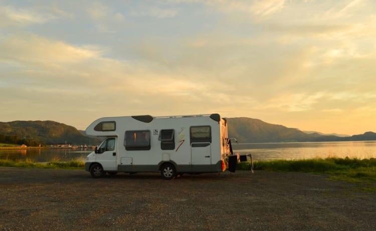 111 Knaus Ureterp – Noleggio camper familiare per 6 persone con pannello solare e inverter 220V