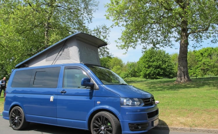 Blueberry – Stylish VW T5 4 berth camper van w/aircon & heater
