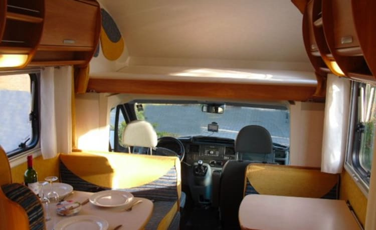 Camper 6 - Very Luxurious 7 Person's Alcove Camper from 2009 with 2 Bunk Beds