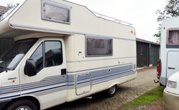 310 Rotec 590 – Super compact 5 person family camper, 6 meters! With free inventory