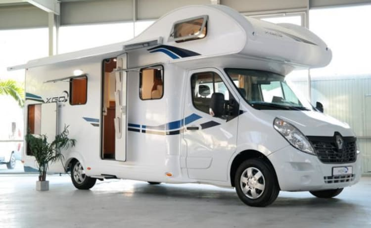 G-type – Spacious 7-person modern family camper, TV, 2x air conditioning, navi, 200 extras
