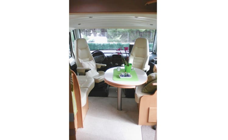 Pilote Explorateur 713 – Have a pleasant holiday with our beautiful camper.per