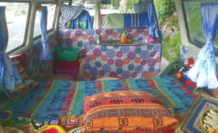 Wild – Hippy Van 1989 with kitchen, WC, external shower!