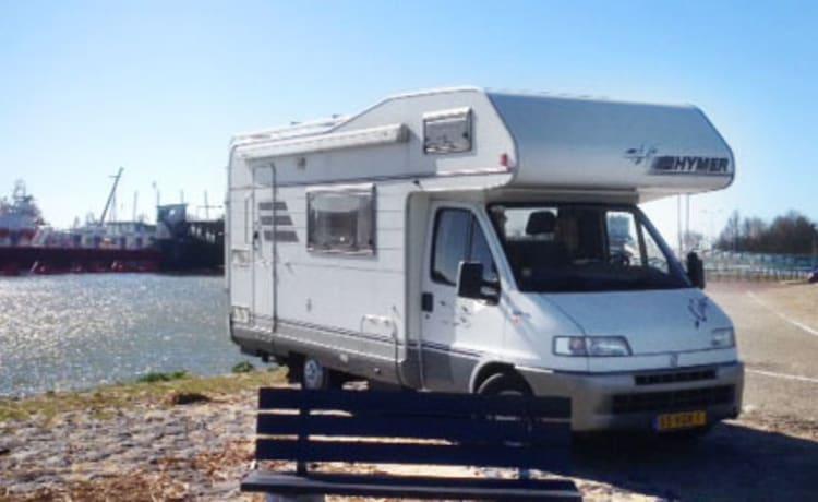 303 Hymer 544 – Famiglia camper super compatta per 5, con inverter 220V e inventario gratuito!