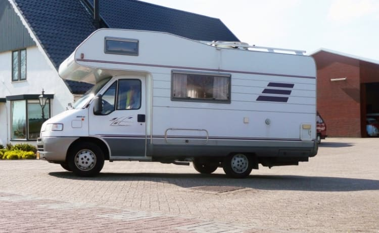 303 Hymer 544 – Super compact family camper for 5, with 220V inverter and free inventory!