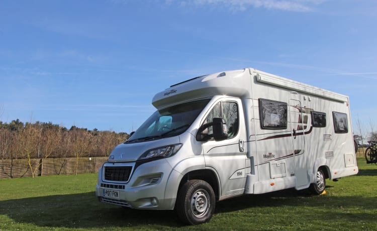 Marvin  – Luxury Spacious 6 Berth 2017 Motorhome with drop down bed