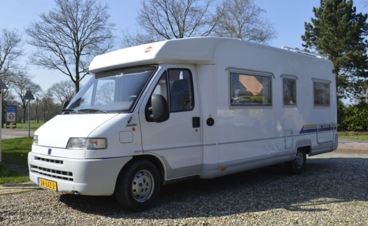 506 Burstner T627 – 506 Burstner T627 with low fixed bed. Ideal with his two on the road!