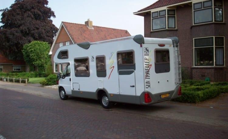 Knaus Traveller 708G met dwarsbed en garage. Voorzien van Motorairco!