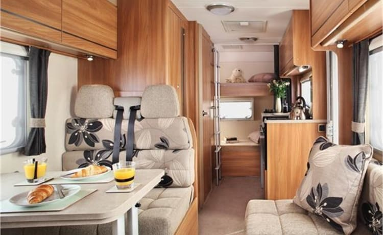 Harris – 6 Berth Low Profile Swift Motorhome