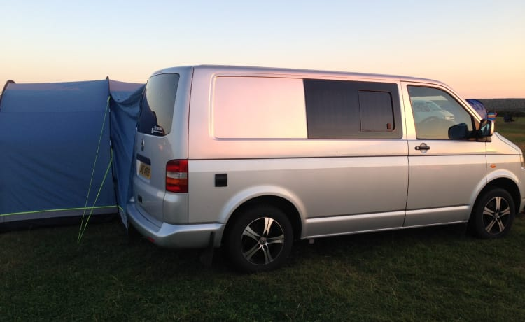 Pembs Campervan – VW Campervan in Pembrokeshire awesome conversion.