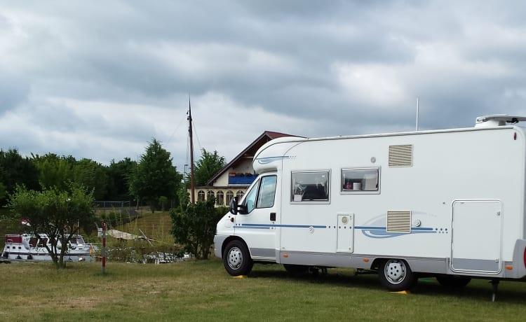 Adriatik 680 SP Coral – TE HUUR.Leuke camper with BIG garage and bike rack.