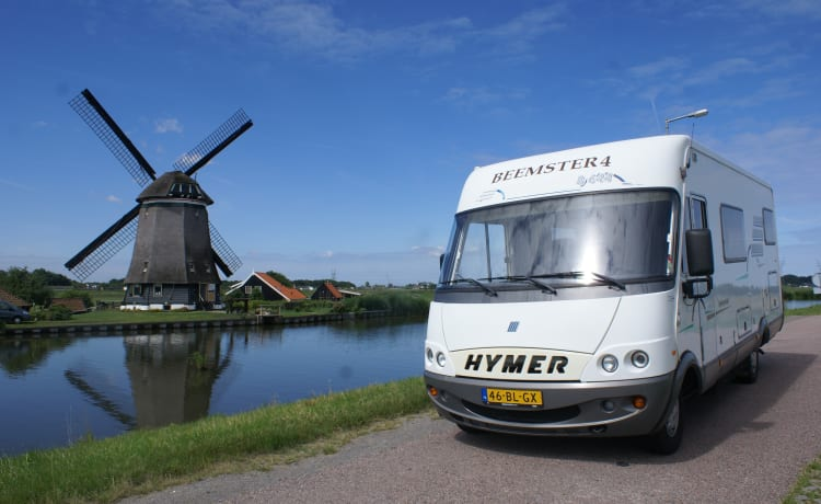 Beemster 4 – Hymer B644 family camper, lots of space and comfort!