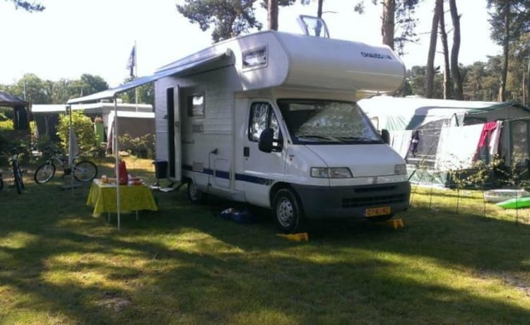 Camper 4 - Fiat Ducato Chausson, The ideal family Camper with 2 Bunk beds