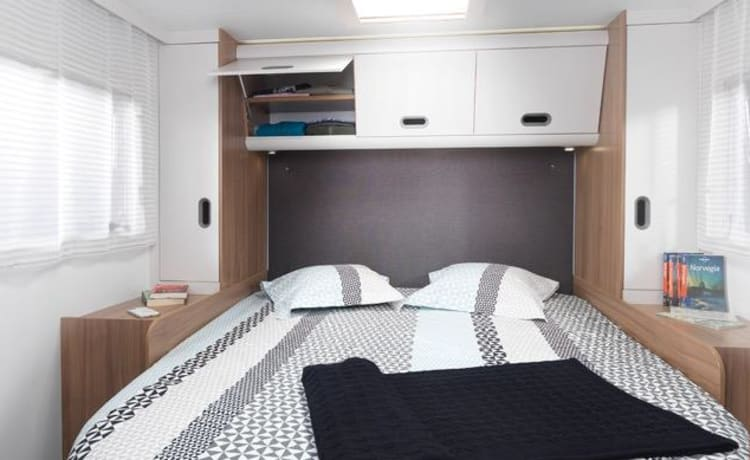 Luxury 5 Berth Motorhome (London)