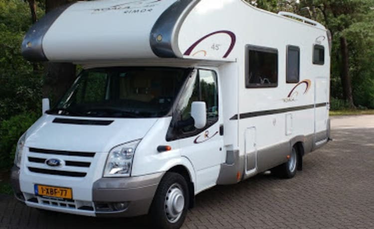 Nice spacious family motorhome in 2010