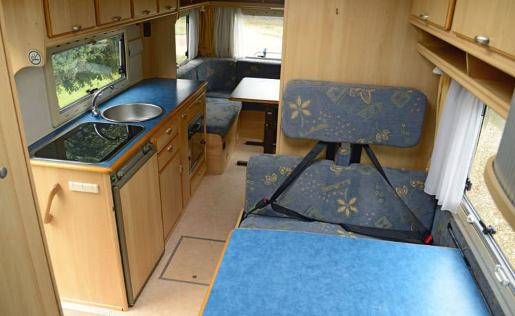 209 Eura Mobil Sport Ureterp – Large 5 person family camper, cozy round seat and complete inventory