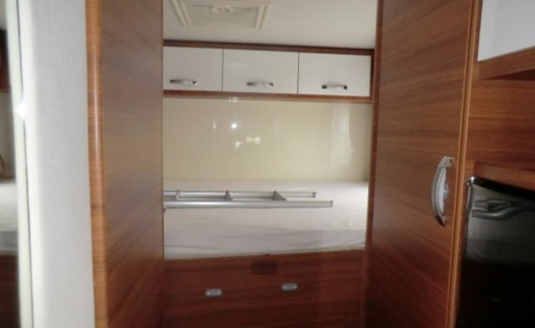 Elnagh Baron 45 – Coachbuilt motorhome with 2 double beds and a big storage compartment
