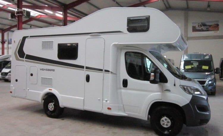 Carahome 600 DKG – Coachbuilt camper met stapelbed en tweepersoonsbed