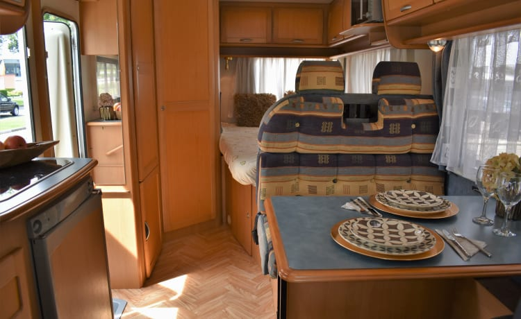 Neat fully equipped camper