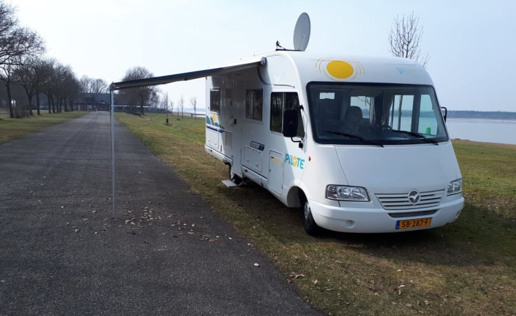 Ruime Pilote integraal camper compleet ingericht, met airco