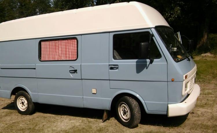 Bello camper per autobus Volkswagen, pronto per l'avventura!