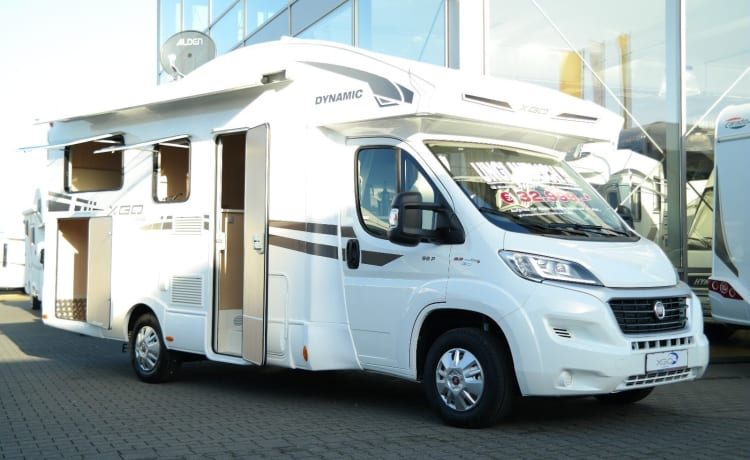 C-Type – Hibernate or winter sports suitable new 2-4 person camper