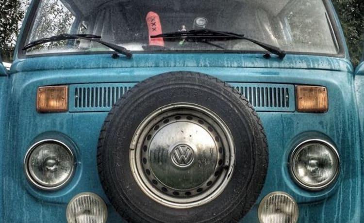 Hip cool retro Volkswagen T-2 for rent