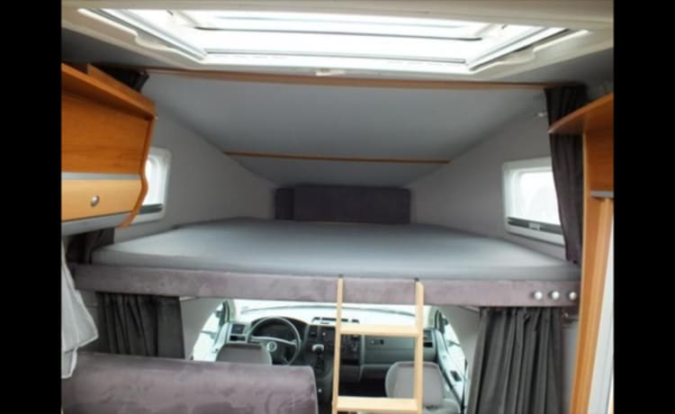 Compact camper with a lot of space for 2 - 4 people