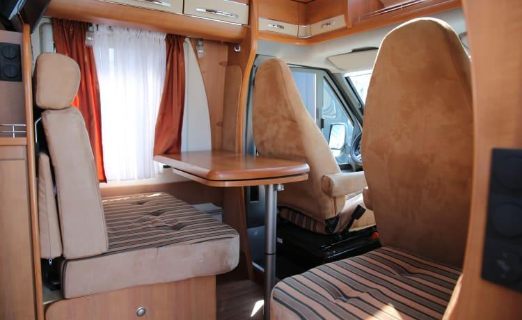 Te huur, luxe camper voorzien van alle gemakken!
