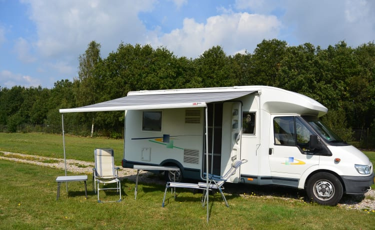 "Welcome 74 – Nice 2-person Chausson ""freedom and comfort on wheels"" for B driving license"